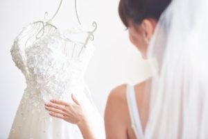Jak wyczyścić suknię ślubną